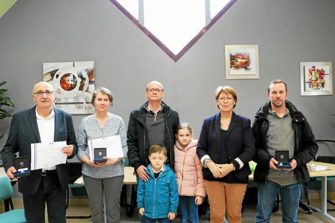 Laurent Gueguen, Lydia Leray avec son époux et ses enfants, Viviane Pluchon et Christophe Prigent.